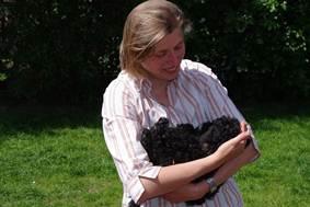 Puli Züchter von den zotteligen Gefährten_Puli Baby im Arm